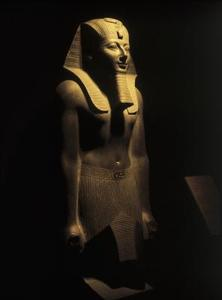 Hur man skapar en forntida egyptisk artefakt använder papper Mache