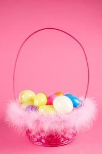 Bra saker att saker i plast påskägg för en Easter Egg Hunt