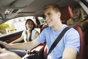 Den genomsnittliga kostnaden för bilförsäkring för en 18-årig man