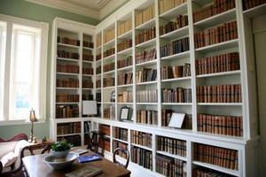 Idéer för att fylla åtta bokhyllor