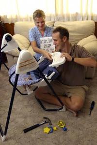 Hur konvertera en Cosco Baby gunga till AC