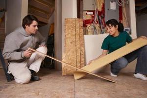 Verktyg som behövs för att lägga laminat trägolv