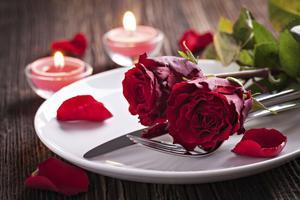 Idéer för en middag med alla hjärtans-tema mat och dekorationer