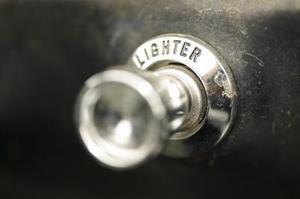 Hur du dra en bil lättare adapter plug