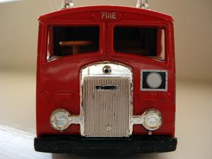 Brandman presenter för barn