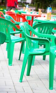 Hur man Refinish plast trädgård stolar