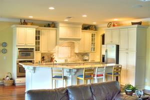Hur att dekorera utrymmet ovanför köksluckor