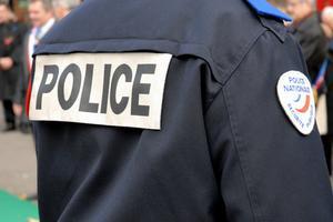 Hur betalar jag polisen Institutionen för frigöraren av en bil?