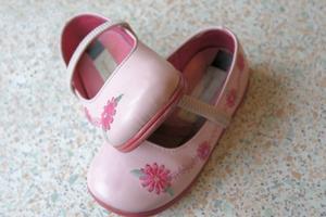 Hur konverterar jag flickor skostorlekar till kvinnors skostorlekar?