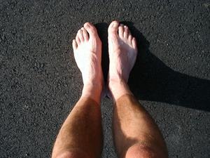 domnade fötter och ben