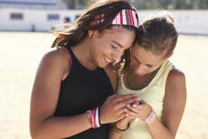 Hur man gör vänskap armband av sträng med prickar