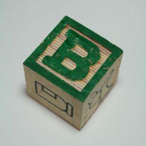 Idéer för att använda trä bokstäver i en baby plantskola