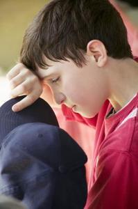 Hur man behandlar en nedskärning på ögonbrynet