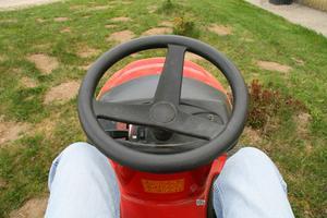 Hur man byter drivremmen på en Murray ridning gräsklippare 30-tums 11 HP