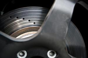 Hur du ändrar främre bromsbelägg på en Fiesta MK6