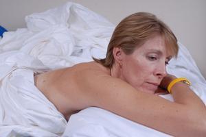 Hur man behandlar mage gas på natten