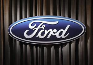 Hur att ersätta tändstift på 2005 Ford fokus 2.0