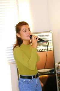 Hur man bränner CDG & MP3 till lek i en Karaoke-maskin