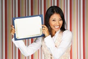 Hur tillämpar olika organisationer motivation teorier att hålla anställda motiverad?