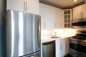 Hur man stoppar mögel lukt i kylskåp