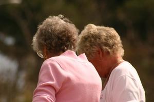 Övningar för att platta till magen för pensionärer