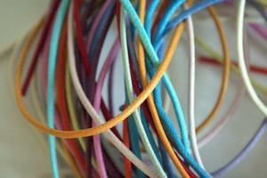 Hur man gör ett halsband med knuten bomull sladden
