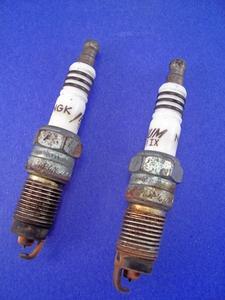 Hur byter jag tändstift i en chrysler sebring 2,4 DOHC motor?