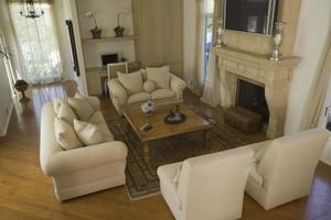 Hur du använder stolar för att dekorera ett vardagsrum