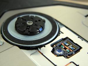 Vad är skillnaden mellan en DVD-brännare & en kombinationsenhet?
