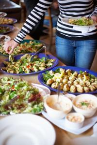 Finger Food idéer att ha på en gyllene årsjubileum mottagning