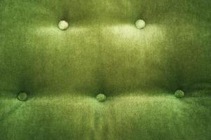 Hur att reparera en lös soffa bakåtknapp