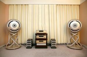 Hur man koppla in och placera högtalare med surroundljud