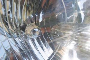 Hur man byter högintensiv strålkastare på en Mazda 6