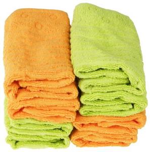 Hur man kan inreda ett badrum med handdukar i en korg
