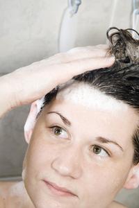Hur man bli av med vägglöss i hår