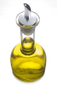 Hur tvätta olja från en flaska