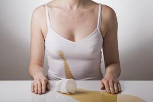 Vad orsakar te fläckar till som i bomullstyg?