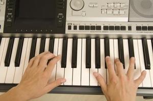 Hur man spela in musik på en Casio tangentbord