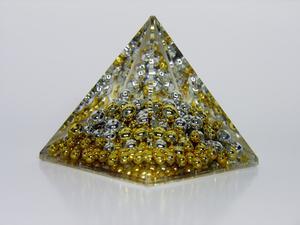 Hur gör jag figurera ut hur många hörn har en triangulär Pyramid?