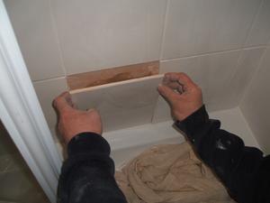 Hur man fixar tunga kakel på väggarna