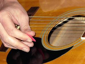 Hur man stämmer en 1/2 storlek gitarr