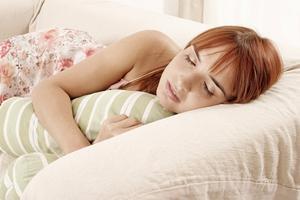 Hur kan man förhindra sova på magen