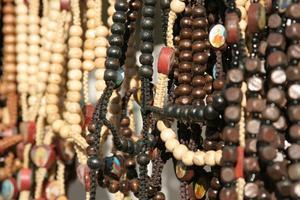 Hur man knyter av pärla smycken med nylon tråd eller silke