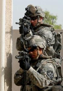 Armén grundläggande utbildning Vs. Marine Bootcamp