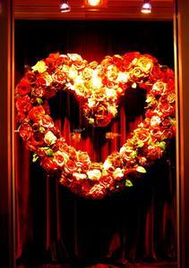 Hur man gör en hjärtformad blomsterarrangemang