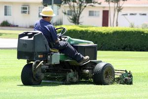 Hur justera styrning på Murray ridning gräsklippare