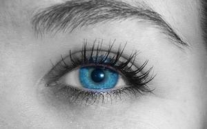 Vilken ögonskugga färger ser bra ut med blå ögon?