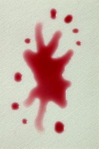 Ta bort röda vin fläckar från matta