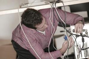 Hur ansluta AV-kablar till en PC stationär