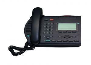 Hur kan man kontrollera röstbrevlådan från en fast telefon